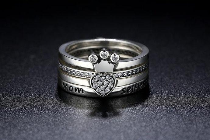 现在戒指深受很多人的青睐,而且戒指它代表着坚贞的爱情。我们很多人都希望得到另一半送的戒指,梦想着在自己的婚礼上,有一个人能送出我们自己喜欢的一个戒指。但是很多人不知道戒指的尺寸,下面就和小编一起来看一看戒指的尺寸表这个问题吧。