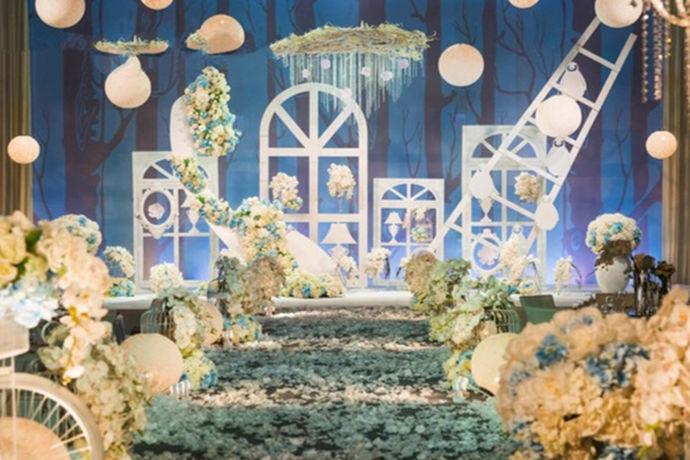 婚礼的主题名称还是要自己起。但是起名字是让很多人都头痛的事情,包括小编自己也是非常烦躁的,又要吉利又要适合自己的婚礼还要听着好听,让人头皮发麻。不过为了大家小编花了很长时间也整理了不少婚礼主题名称在这里分享给大家参考参考。