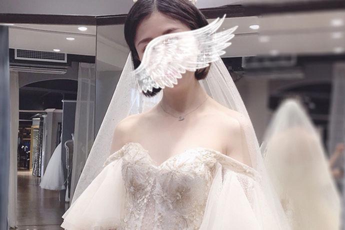 随着时代的发展,婚庆行业开始逐渐繁荣起来。婚纱摄影、婚纱租赁、婚礼用品等等都需要有专业的店面采购才能够置办齐全。在人口聚集的城镇、乡村势必会有这些商家存在。不过,它们往往由于已经形成了一条产业链,各个店面的位置大多都比较相近。这就形成了婚纱一条街。婚纱一条街在哪里?各个城市的婚纱一条街位置都各有不同。一般来说,婚纱一条街的位置询问长辈就能够得知。