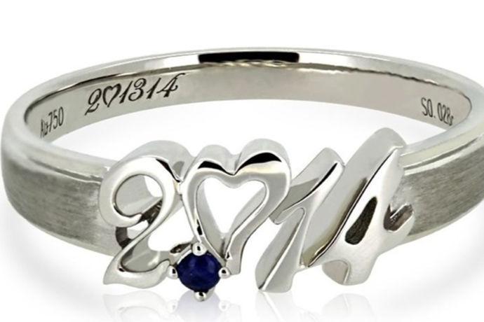 目前国内戒指尺寸分为港版戒指尺寸标准和内地戒指尺寸标准,在港版戒指尺寸标准中,戒指周长为52mm对应的戒指号数为11号。在内地版戒指尺寸标准中,戒指周长为52mm对应的戒指号数为12号。