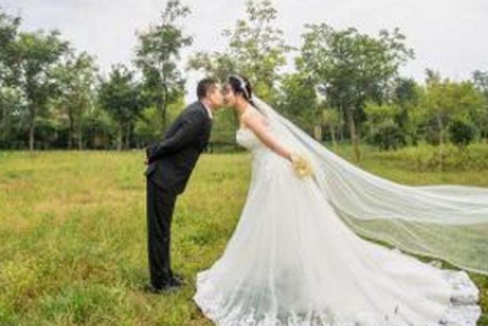 我们都知道,对于每个人来说,一生中最重要的事情就是结婚了,那么在结婚之前,很多人都会去拍摄自己的婚纱照。在不同的城市来说,有着不同的价格,今天中国婚博会小编就为大家带来西安婚纱照价位是多少这篇文章。