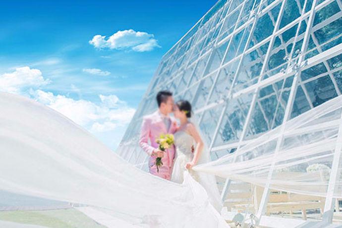 现在婚纱摄影很流行,大家的逛街的时候,在一些商圈和商圈附近的地方,都能看大婚纱摄影的店面。店面有大有小,大的可能一家婚纱摄影就有几层楼的面积,小的可能就是一个简单的工作室。