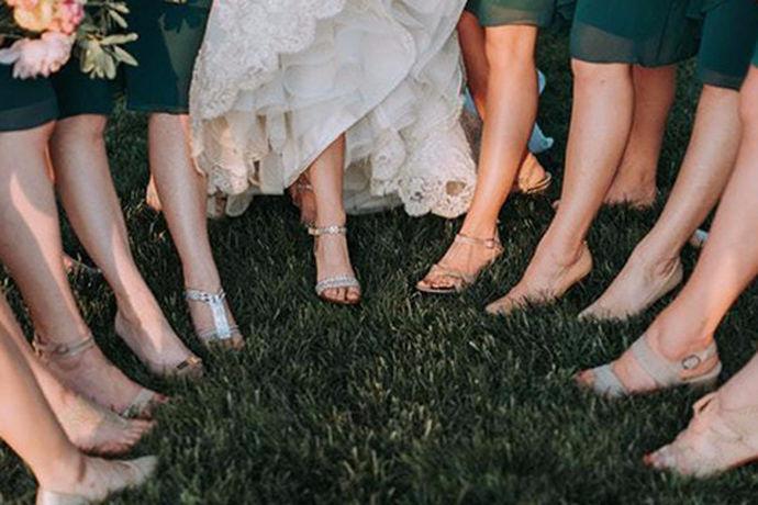 漂亮的婚纱是每一个女孩子的梦想,穿上漂亮的婚纱举行婚礼也是每一个女孩子的梦想,那么在那些橱窗里展示的婚纱的确是很好看,因为婚纱的做工与婚纱成品所呈现出来的品质是成正比的,所以婚纱所需要的成本和人工费都是很多的,很多人就会选择在婚礼举行的时候租婚纱而不是买婚纱,那我们今天就来一起看一看长沙租婚纱的地方吧。