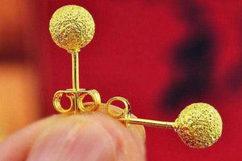 黄金耳钉一般多少克