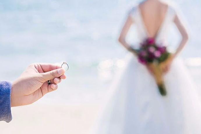 随着社会的不断发展时代的进步,人们对婚礼的要求也越来越多,形式也越来越多样化,每一位新人都希望自己能有一个独一无二的婚礼,让自己刻骨铭心那么今天跟随中婚博会的小编给大家介绍几种比较流行的婚礼形式。