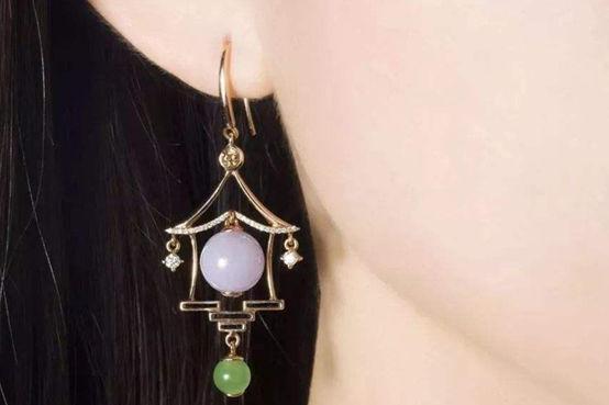 时尚的耳环