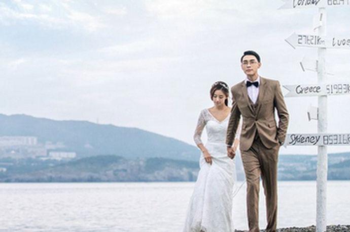对于大部分的新人来说,都要去拍摄自己的婚纱照。每个人都希望自己的婚纱摄影照片能够非常的好看,那么今天中国婚博会小编为您带来大连好的婚纱摄影。