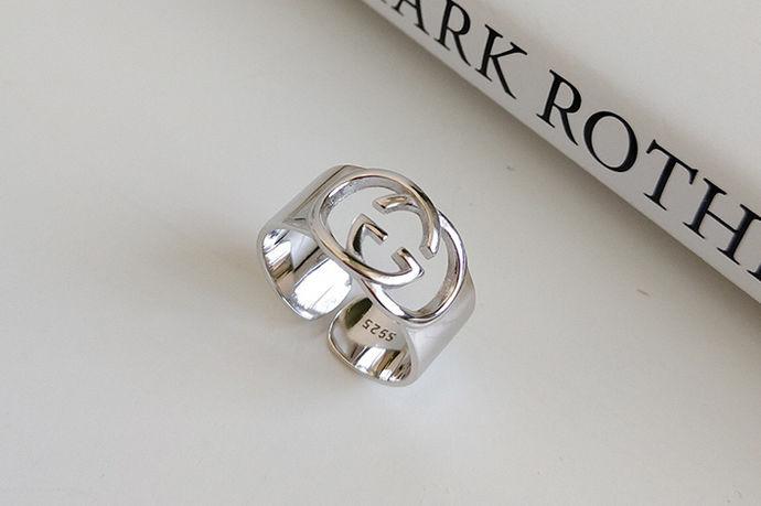 我们都知道戒指作为人们一种日常生活中比较常见的金银首饰。很多人都会买来配戴,那么你知道正确的佩戴方法吗?今天中国婚博会小编为您带来单身戒指戴在哪个手指?
