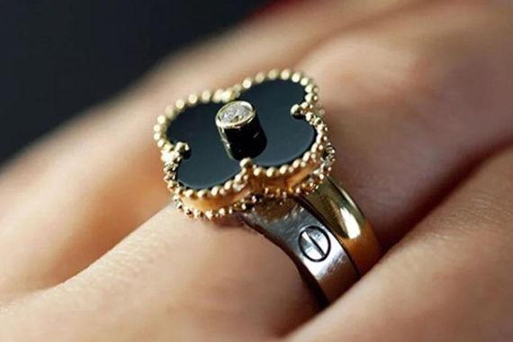 戒指戴哪个手指上
