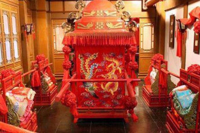 我国一直以来都有着非常优秀的传统文化,在中式婚礼中,根据朝代的不同,婚礼的特色也有不同,今天中国婚博会小编为您带来中式婚礼花轿多少钱?