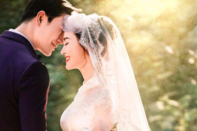 对于即将要进入婚姻殿堂的情侣们,婚纱照是非常重要的,无论是内景还是外景都要拍摄的很好看。那么,你知道外景婚纱摄影哪里好吗?今天中国婚博会小编为你介绍一下。