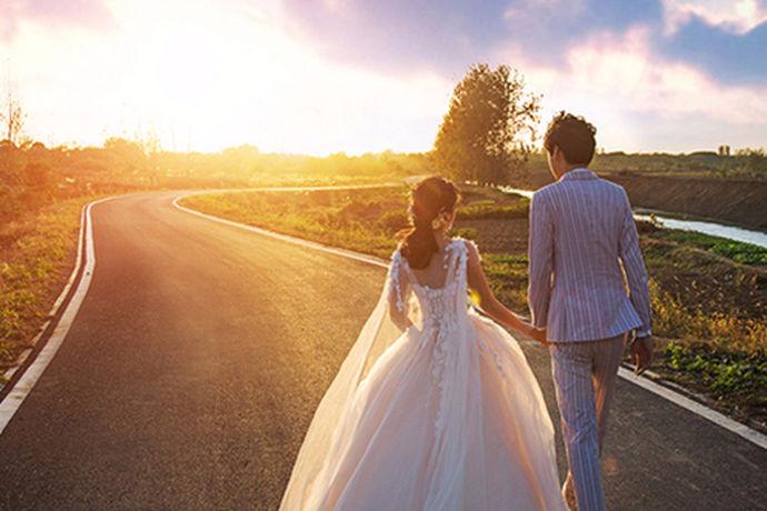 我国一直以来在婚纱摄影这个行业中就有很多不同的商家。新人可以根据自己的喜好来挑选自己喜欢的摄影工作室,今天中国婚博会小编为您带来有名的摄影工作室。
