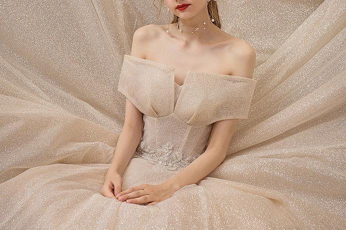 结婚这么重要的事情,在婚纱店的选择上面也是一定要十分谨慎的,毕竟结婚是一件大事,婚纱店选得好,也会给自己留下一段难忘的回忆。在众多的婚纱店中,到底婚纱店哪家强呢?