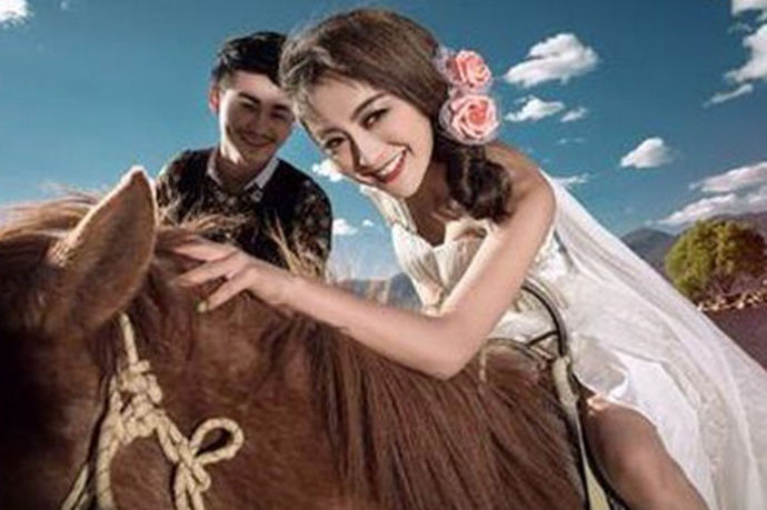 婚纱照是为了记录结婚时候的祝福所要拍摄的照片,而现在,拍摄婚纱照被新人们看的尤为重要。下面就和小编一起来看一看,拍结婚照需要多少钱这个问题吧。