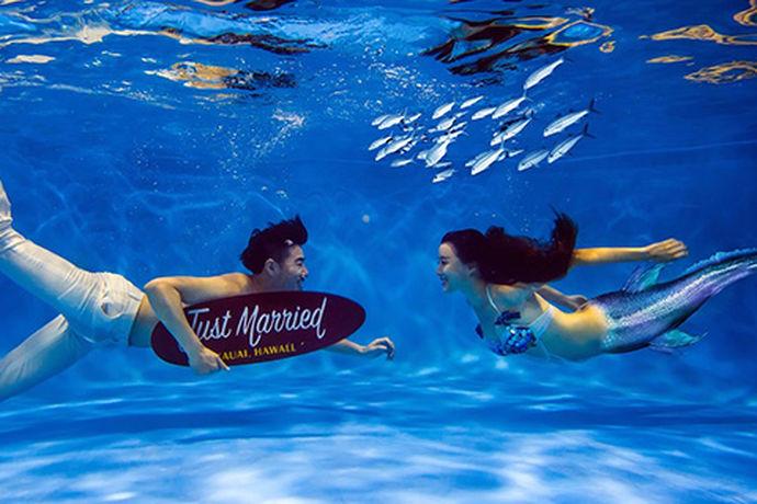 现在随着婚纱摄影的技术越来越高超,很多人都喜欢去水下拍摄自己的婚纱照。那么今天中国婚博会小编就为大家带来水下婚纱照怎么拍?想要了解的可以来看一看。