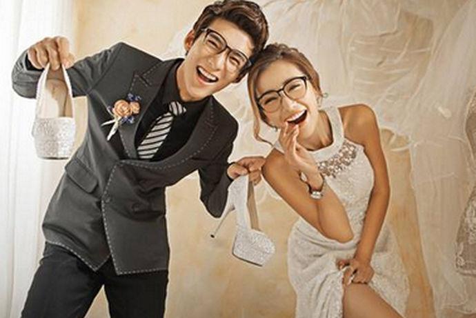 拍婚纱照很讲究,细致到时间,一般拍婚纱照的时候新娘穿着婚纱,新郎穿着西服,所以要选择一个合适的时间去拍婚纱照,这样拍出的婚纱照才会更加的美丽。今天就让小编来给大家介绍一下拍婚纱照什么时候拍最好。