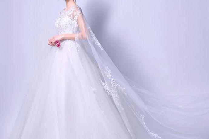 在普通的婚礼中,新娘总是会穿很多不同的衣服。但是有的时候每个人的喜好不一样,有的新娘只会选择穿一件婚纱。今天中国婚博会小编就带大家一起来了解一下干穿婚纱的新娘。