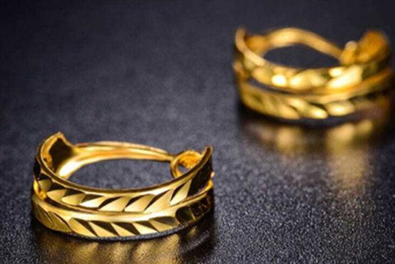 好看的黄金戒指