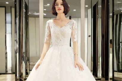 穿婚纱的新娘