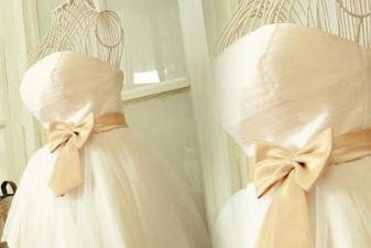 伴娘的婚纱图片