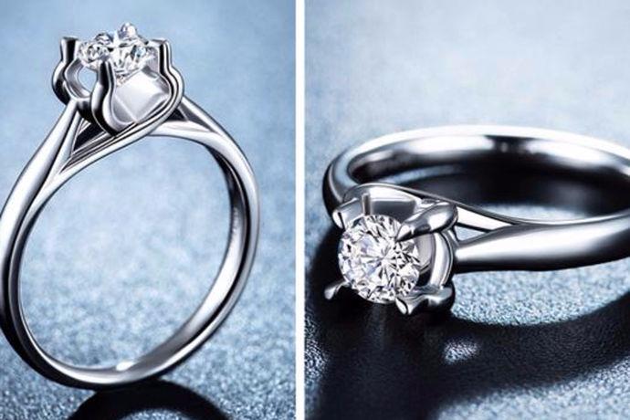 30分和50分的钻戒是目前最受欢迎的钻戒大小,许多新人们在购买订婚钻戒,结婚戒指时都首选30分和50分的钻戒。那么,30分与50分的钻戒大小有什么区别呢?