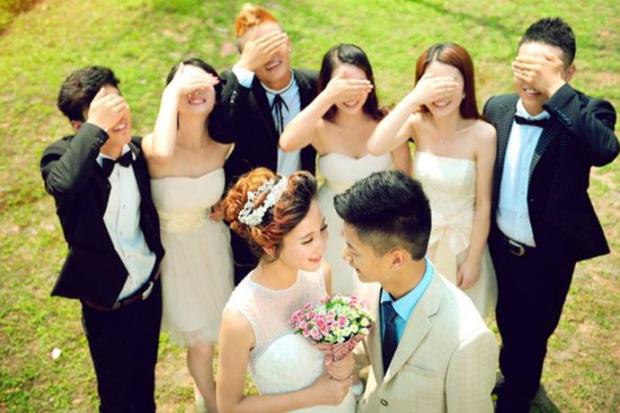 在当地社会,婚庆是一种比较新兴的行业,它伴随着人们结婚需要人服务而生,现在的婚庆行业可以一手操办婚礼的各个细节,首先策划婚礼的进行,安排婚礼的每一项进程都能完好的举行,根据客户的需求,设计出他们想要的婚礼现场的氛围,给顾客一个难忘的婚礼现场。在现在婚庆行业比较发达,种类也很多,他们在挑选婚庆公司的时候,一般都会很仔细的去挑选。