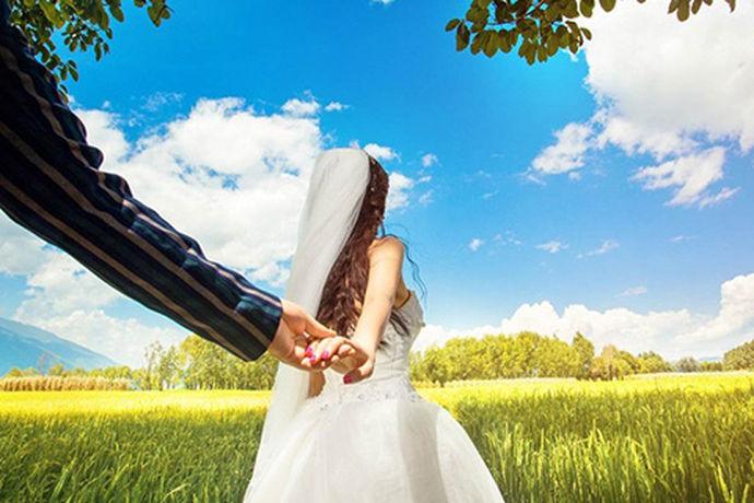 提起美味小吃众多、能吃辣的人,很多人都会想到成都人、重庆人和长沙人,作为湖南的省会,长沙的确有很多美味的小吃、同时辣味十足。其实长沙也有很多优异的婚纱摄影公司,为无数新人拍摄出精美婚纱照。那么长沙婚纱摄影哪家好呢?长沙婚纱摄影哪家好并没有准备答案,很多个性婚纱摄影店公司都有自己的优点,下面就和小编一起来看一看长沙哪家婚纱摄影好这个问题吧。
