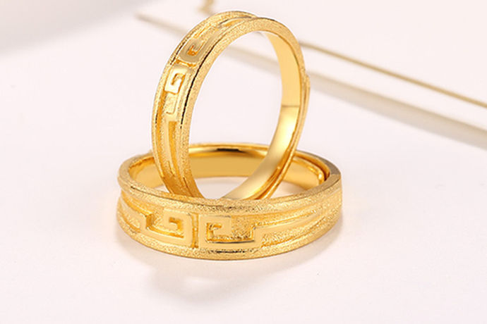 黄金饰品在日常生活中是一种比较常见的装饰品,大部分的人都喜欢购买黄金首饰来佩戴。不同的人选择的品牌和款式也是不一样的,今天中国婚博会小编就为大家带来哪里买黄金首饰便宜。