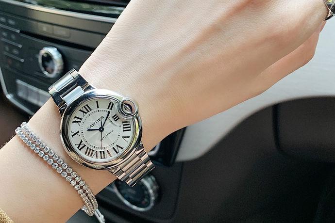 众所周知,卡地亚是一个世界知名的奢侈品品牌,大家可能对卡地亚的手表的款式和价格都会有一些好奇,那么,卡地亚的表有些什么款式和价格呢?接下就由中国婚博会小编带领大家看看吧!