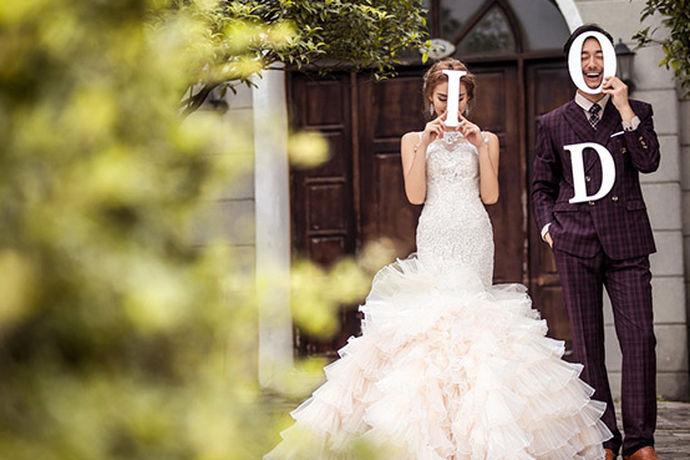 很多人都会选择在厦门拍下自己的婚纱照,因为厦门有很多著名的景点在厦门拍摄婚纱照非常有特色。今天中国婚博会小编就为大家带来厦门最好的婚纱影楼。