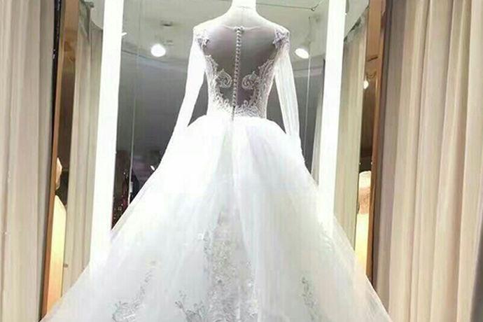 每个女孩子都梦想着自己有一套属于自己独一无二的婚纱,代表着自己独一无二的幸福,但是不管是买婚纱还是手工定制属于自己的婚纱都是比较昂贵的,很多小伙伴都会选择退而求其次去租婚纱,但是不知道婚纱哪里可以租,下面就让小编来告诉大家哪里可以租婚纱吧。
