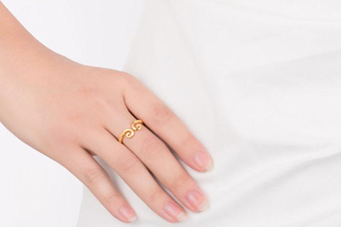 每个人对于手饰品都有着自己不一样的需求,因此在购买自己喜欢的首饰品之前,会根据自己的喜好来做出选择。今天中国婚博会小编就为大家带来现在金戒指多少钱一克?