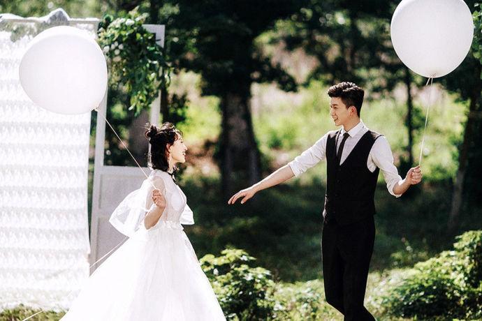 拍摄婚纱照是婚礼之前进行的一个很重要的流程,对于婚纱摄影机构就是拍婚纱照的机构,大家都不陌生,因为拍婚纱照的重要性,所以大家都想要了解一下拍婚纱照哪个影楼好?接下来就由中国婚博会小编为大家探讨一下吧。