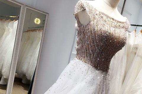 买婚纱多少钱一套