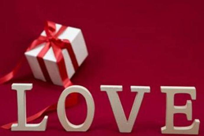 结婚纪恋日对每对夫妻来说都是一个重要的日子,在某年的这一天,你们成为了合法夫妻,是值得纪念的一天。不管是在哪个国家夫妻双方都会有过结婚纪恋日的情况,这一天会给彼此制造惊喜或者送礼物来纪念他们的感情,那么,结婚五年是什么婚呢,结婚五年送什么礼物给对方呢?下面,就让小编给大家解决困惑吧!