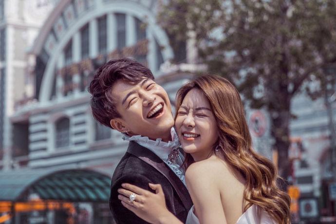 新人在领取结婚证之前有一个非常重要的步骤,那就是拍摄自己的婚纱照,很多人对于自己的婚纱照都有着不一样的追求。今天中国婚博会小编为大家带来如何挑选婚纱影楼?