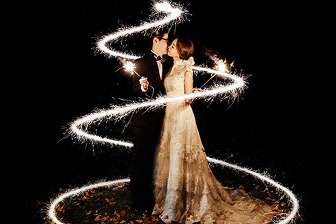 拍摄婚纱照这个事情对于现在的年轻人们来说,可能是最为熟悉的一个东西了。因为在每一对新人结婚之前都会认真准备自己的婚礼,认真的拍摄婚纱照。越来越多的人选择去婚纱摄影工作室拍摄自己的婚纱照,那么你知道婚纱摄影工作室报价吗?今天中国婚博会小编就给大家介绍一下。