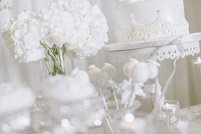 我们都知道很多新人在举办婚礼的时候会选择在酒店中举行。在酒店中举办婚礼可以更好地接待宾客。今天中国婚博会小编就为大家带来酒店婚礼现场布置图片。如果说想要了解可以看看。