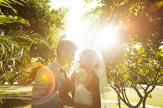 我们都知道在现在的市面上有很多个不同的婚纱摄影商家,对于大多数的人来说都不知道该如何选择婚纱摄影商家。今天中国婚博会小编就为大家带来自然一派婚纱摄影工作室。
