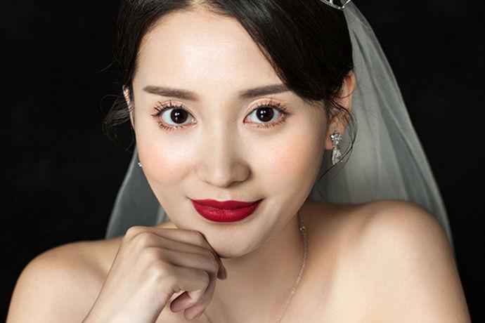 说到婚纱摄影大家也都知道,也是非常熟悉的,它是一种形式,也是青年男女最喜欢最高兴接受的事情,他的存在让人们的婚礼更添色彩,让人们为爱情保鲜。