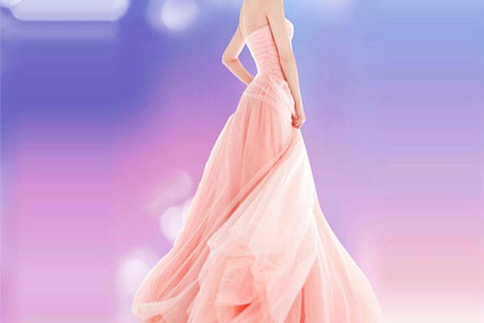 人们常说穿婚纱的女孩是非常动人的,而穿上婚纱的瞬间也是很多人非常看重的时刻,婚纱款式可能会影响到一个人的外貌。大概每个女孩心中都有一个公主梦,都期待一场梦幻般的婚礼,因此很多的婚礼现场是以粉红色为主色调布置的,下面就和小编一起来看一看粉红色的婚纱这个问题吧。