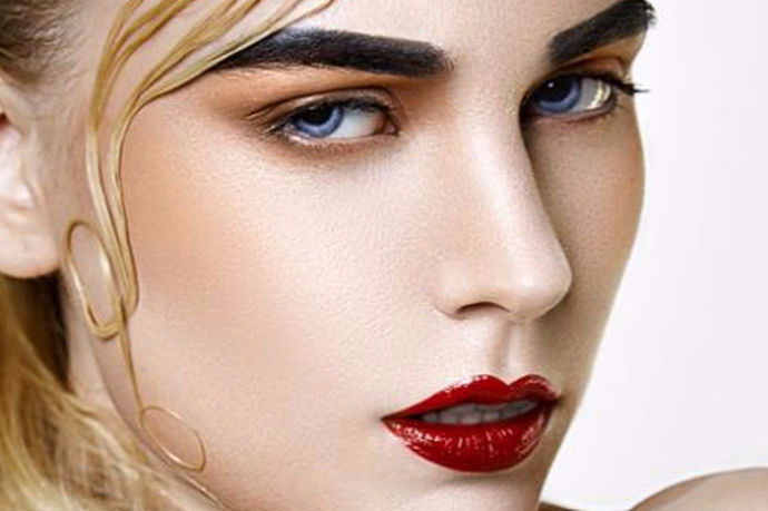 现在许多人对于画彩妆呢都比较纠结,不知道该选择隔离还是应该选选择粉底,那么关于画彩妆的一些正确步骤,您是否了解呢?下面就跟着小编一起去了解吧。