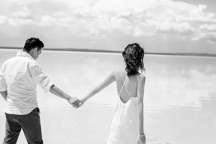 每一周年我们都有着不同的感受,五年、十年、二十年、五十年都是不一样的,能陪伴着对方一起度过每一个有意义的纪念日也是不容易的,在人的一生中能陪伴自己最长时间的可能不是子女,也不会是父母,因为父母在某一天的时候也会老去,能陪伴我们最长时间的无莫非就是伴侣了,虽然有时候两个人之间会发生一些小矛盾,发生一些口角之争,有时也会互相的嫌弃对方,下面就和小编一起看一看五周年结婚纪念日感言这个问题吧。