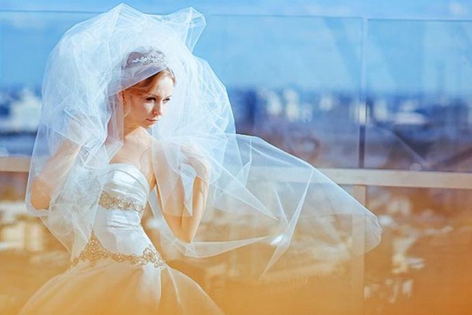 婚纱在一场婚礼上扮演的作用是非常大的,平常生活中穿的衣服也是一直在变换着款式,随着时间的不同,她的品位跟风格都有一点点不同的变化,当然,婚纱也是一样的,所以很多人都想了解一下婚纱图片2020新款图片的相关内容,接下来就由中国婚博会小编带领大家看看吧!