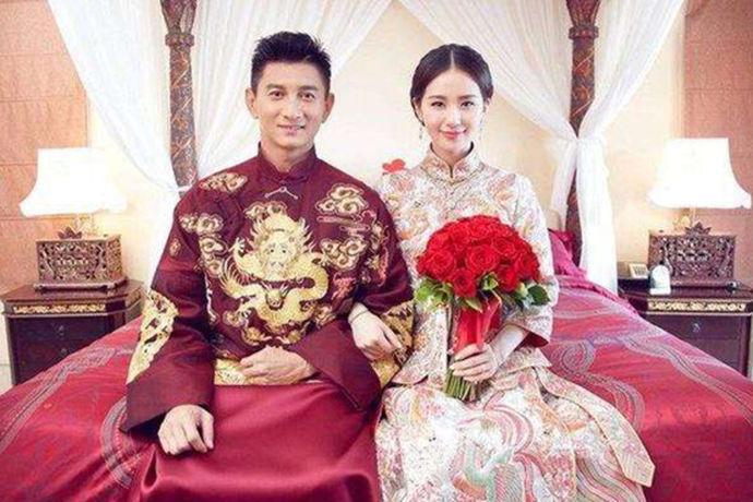 一些明星的婚纱照对于一些普通人来说会有许多的参考作用。有许多人都是根据明星的婚纱照来进行拍摄自己的婚纱照的,那么你知道刘诗诗的婚纱照是什么样子的吗?今天中国婚博会小编就给大家带来刘诗诗婚纱照图片大全。