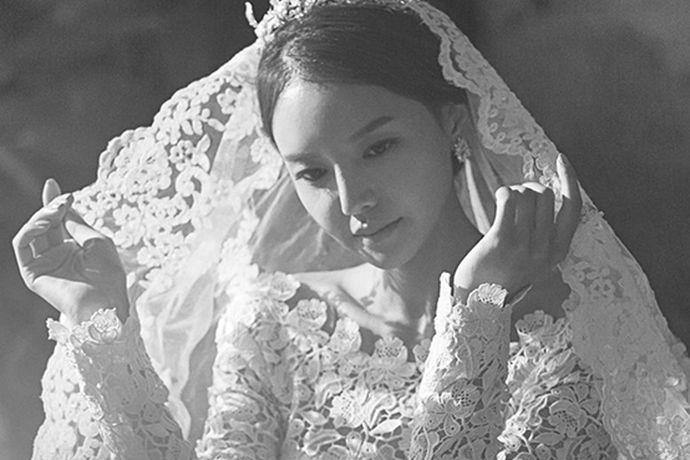 现在关于婚纱的整个流行趋势是比较快的,面对新人们的选择,每个婚纱公司都做出了相应的调整,设计了许多款式的婚纱类型,那么关于2020婚纱流行款式您是否了解?下面就跟着小编一起去了解。