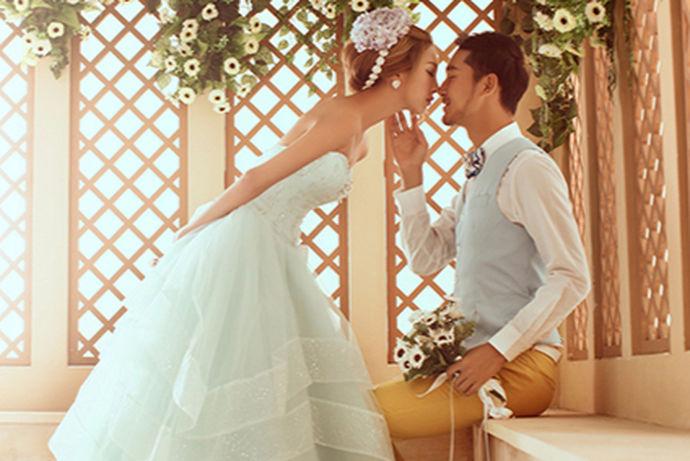 现在拍摄婚纱照,大多数人会选择在外景拍摄,那么如果想要在室内拍出美美的婚纱照,应该如何拍呢?关于室内婚纱照您是否有相关了解呢?下面就跟着小编一起去了解。
