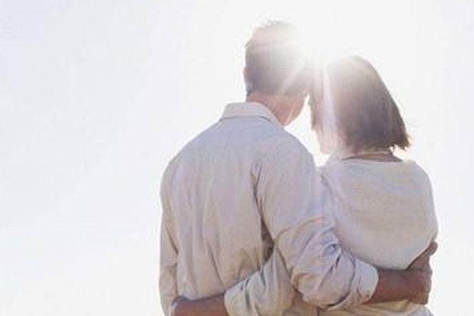 结婚是十分重要的事情,对于父母的结婚纪念日也是十分重要的,那么作为儿女在父母的结婚日上面,一定要说一些祝福父母的话,下面让中国婚博会小编给大家介绍一些父母结婚纪念日祝福语吧。