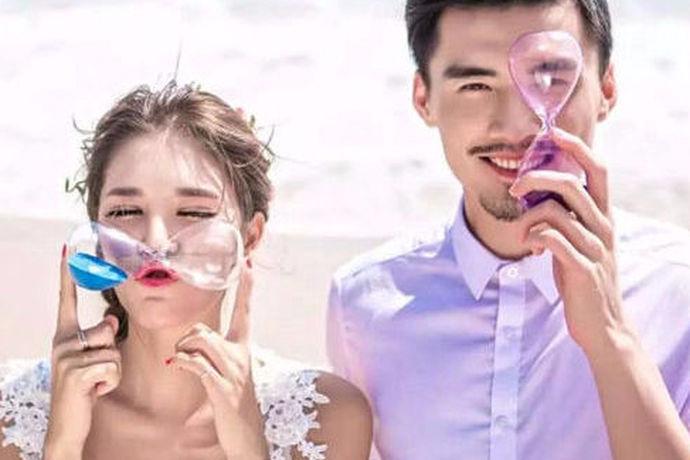 大家都知道的是现在结婚必不可少的一件事就是拍婚纱照,但是很多的新人都是第一次结婚所以在选择婚纱摄影工作室或者是摄影机构的时候就非常的被动,没有任何的经验,相信很多人都听说过北京2046婚纱摄影工作室,下面就由中国婚博会小编为您简单的介绍一下相关的内容吧!