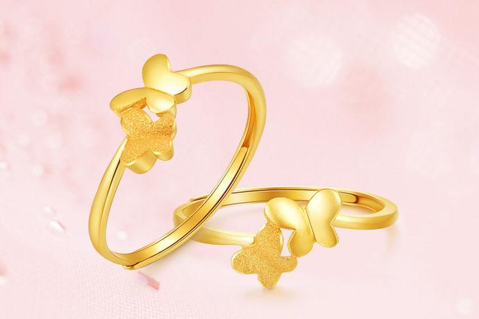 黄金自古以来就受到人们的狂热追捧,它是财富和富贵的象征。现在很多女孩子来说,拥有几件黄金首饰是十分重要的。那么黄金价格以及黄金首饰的价格是多少呢?